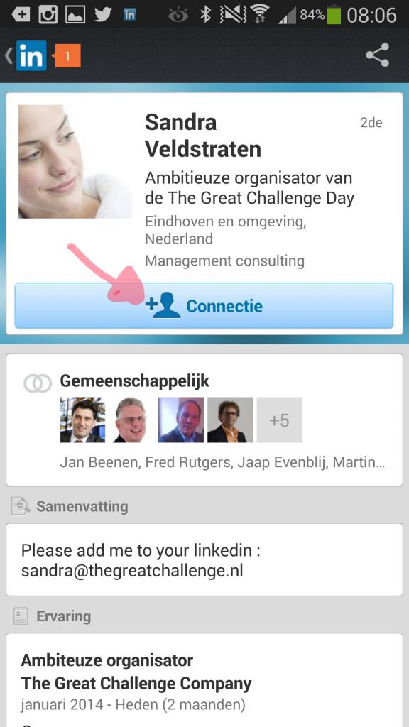 Toevoegen aan netwwerk. Op de app kun je hier geen persoonlijke boodschap bij zetten.